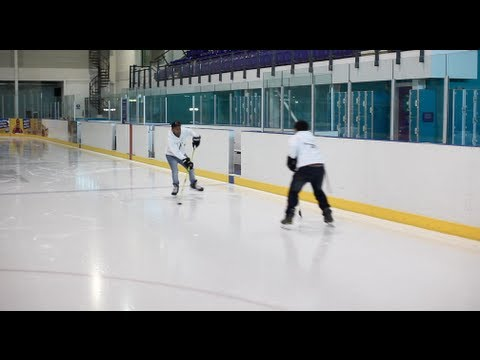 How To Pass And Bank Off The Boards Or Use Them As A Neutral Player In Ice Hockey Offensive Play