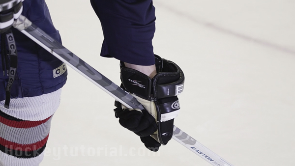 How-to-take-a-wrist-shot-in-hockey-for-beginners-4