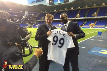 Tottenham present Wayne Gretzky with shirt and misspell his name